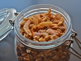 Crunchy Granola with Almonds and Sunflower Seeds